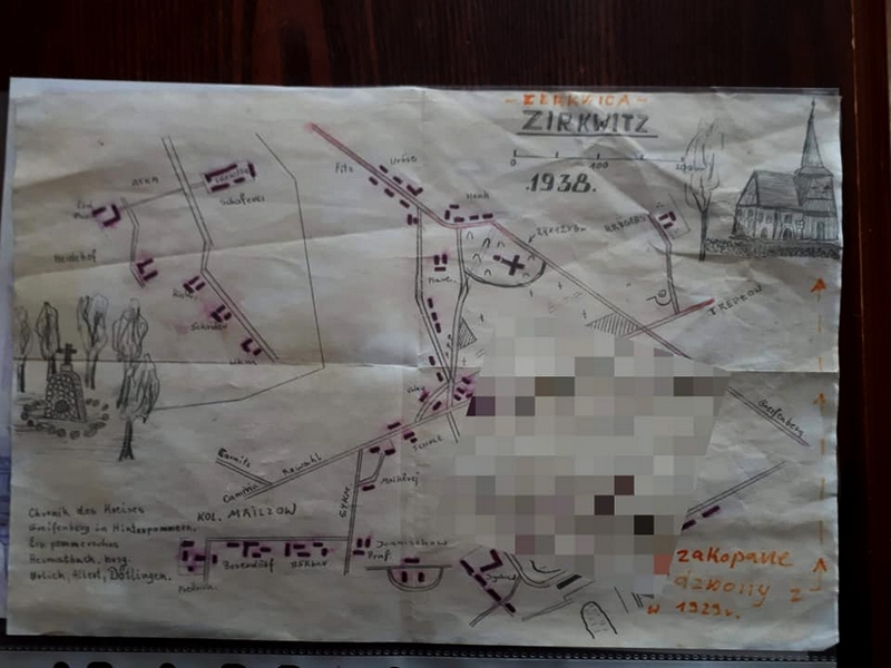 mapa z zaznaczonym miejscem zakopania dzwonu